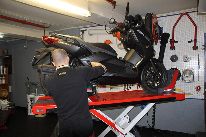 Garage scooter reparation
